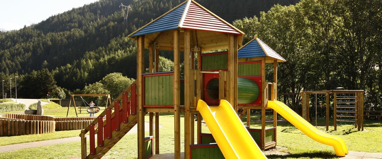 Parco giochi in legno realizzato da ILT