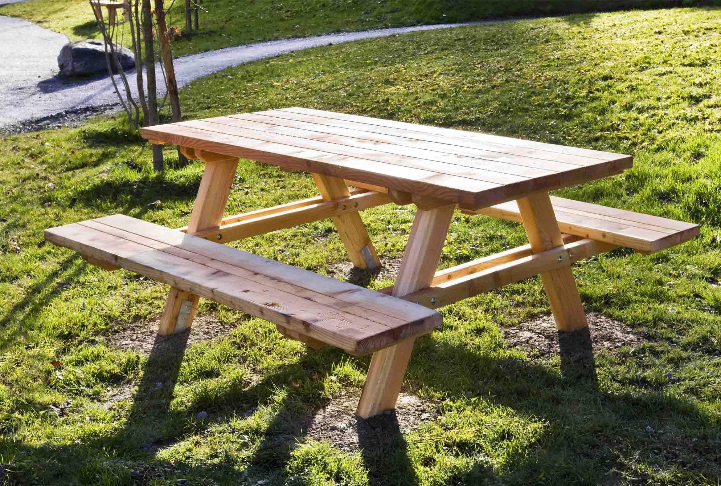 Tavolo Stelvio in legno di larice realizzato da Linea Montanalegno - ILT