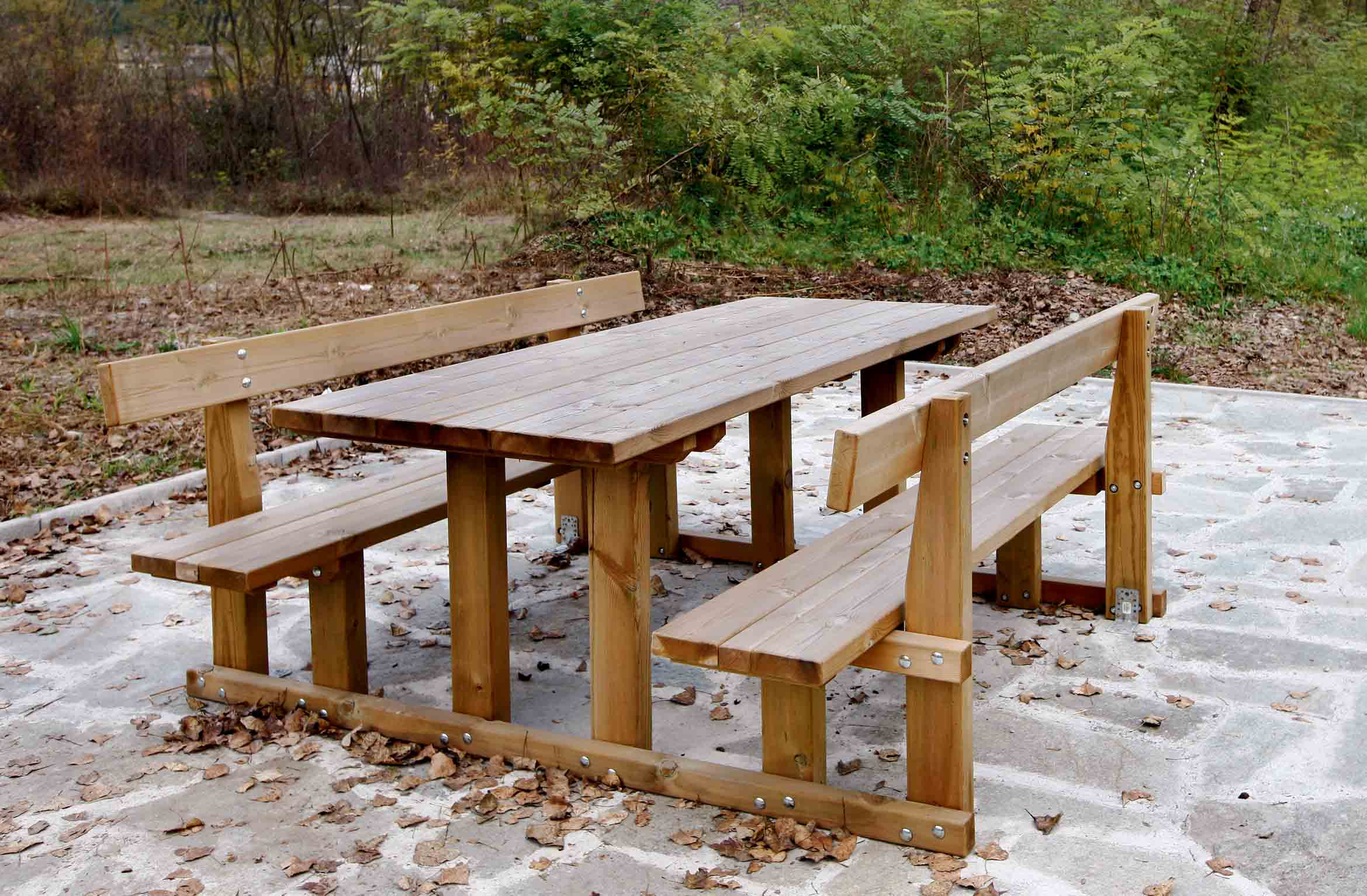 Tavolo Spluga per esterno in legno di pino impregnato realizzato da Linea Montanalegno - ILT