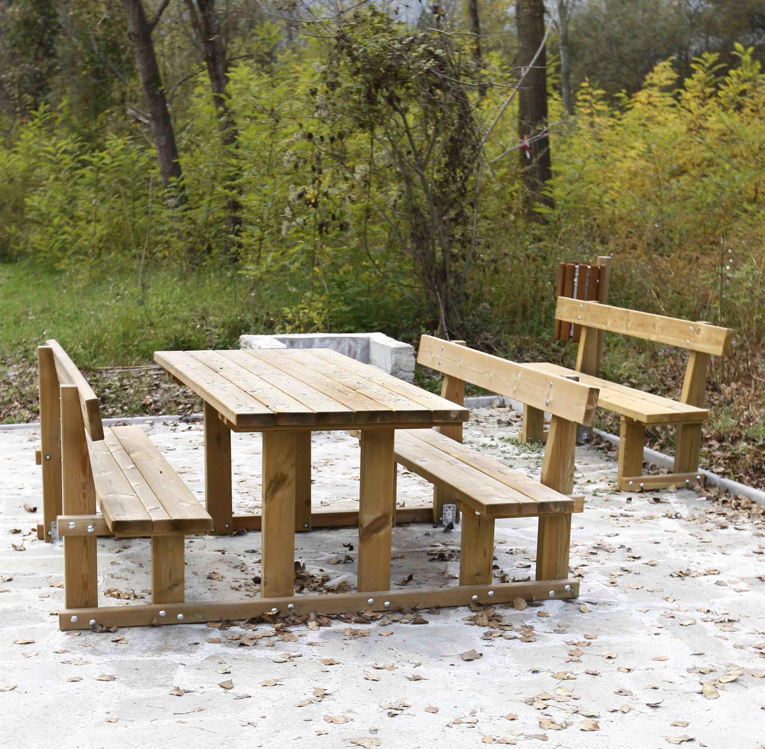 Tavolo in legno di pino impregnato realizzato da Linea Montanalegno - ILT
