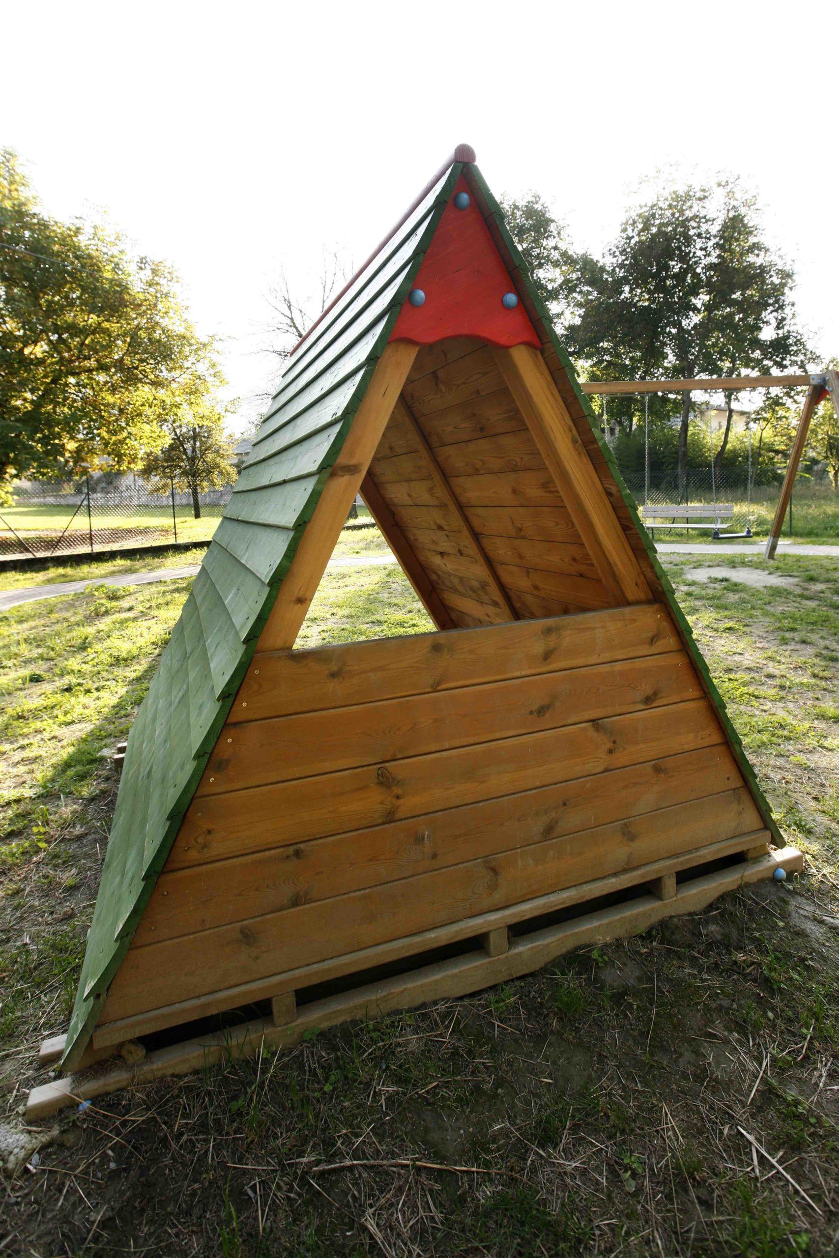 Capanna gioco in legno di pino impregnato in autoclave realizzata da Linea Montanalegno - ILT