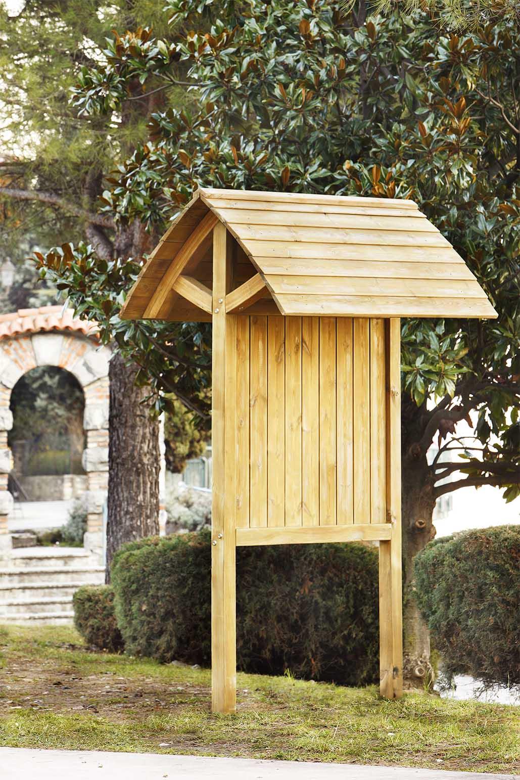Bacheca in legno di pino impregnato realizzato da Linea Montanalegno - ILT