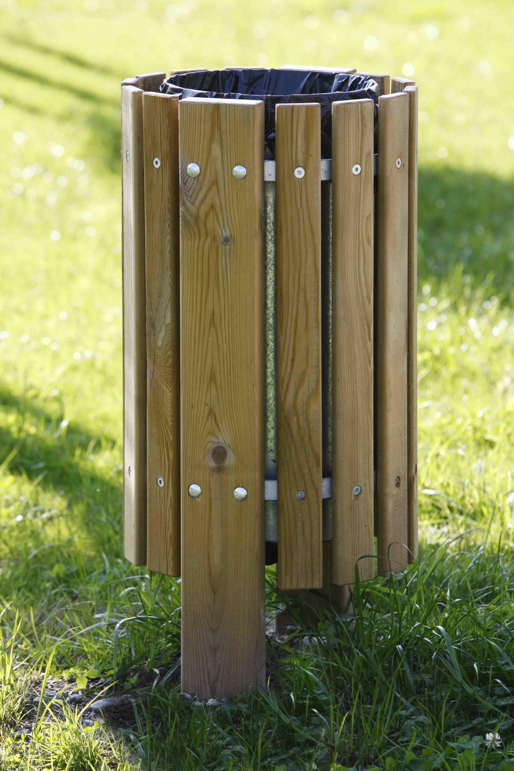 Cestino in legno di pino impregnato e acciaio zincato realizzato da Linea Montanalegno - ILT