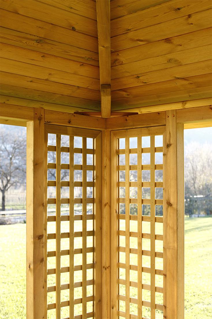 Gazebo in legno di pino impregnato realizzato da Linea Montanalegno - ILT