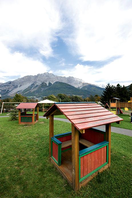 Casetta gioco in legno di pino impregnato in autoclave realizzata da Linea Montanalegno - ILT