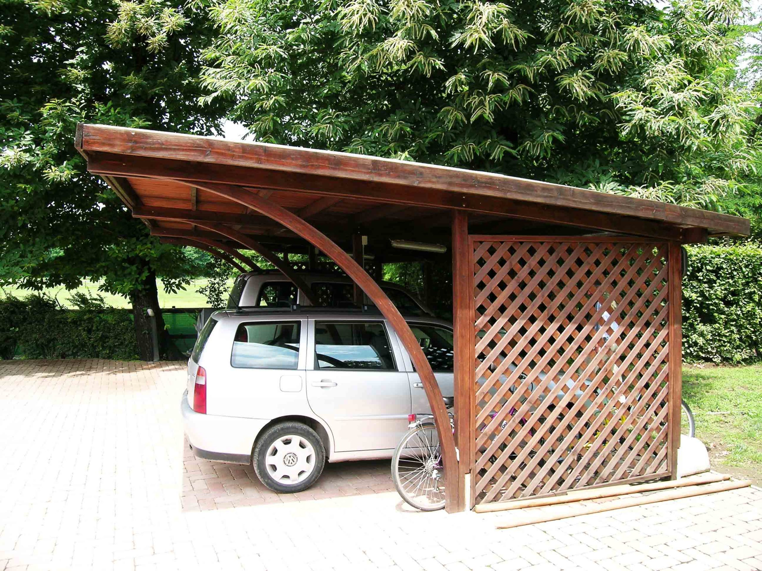 Carport in legno di pino impregnato realizzato da Linea Montanalegno - ILT
