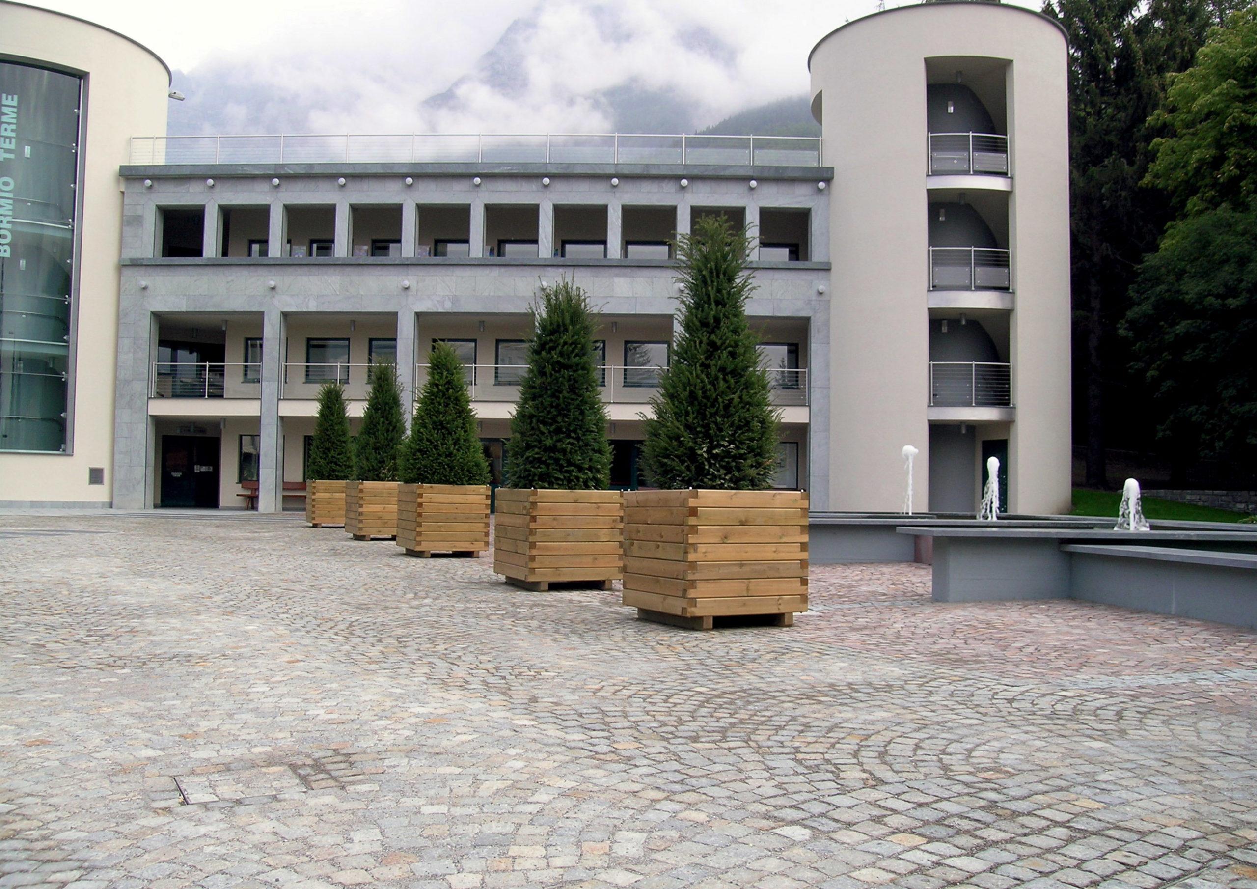 Fioriera in legno di pino nordico impregnato o larice realizzato da Linea Montanalegno - ILT