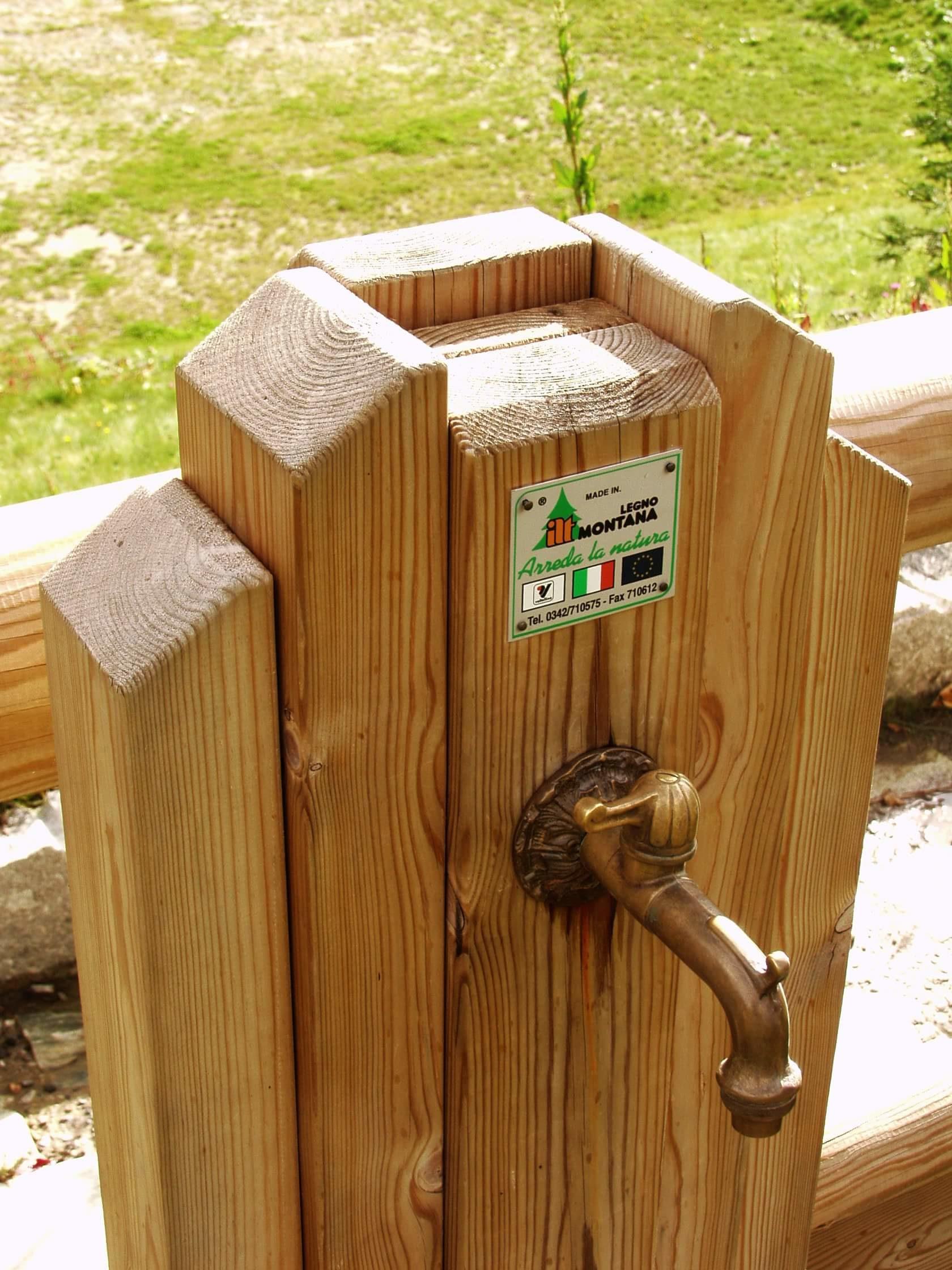 Fontanella in legno di pino impregnato realizzato da Linea Montanalegno - ILT