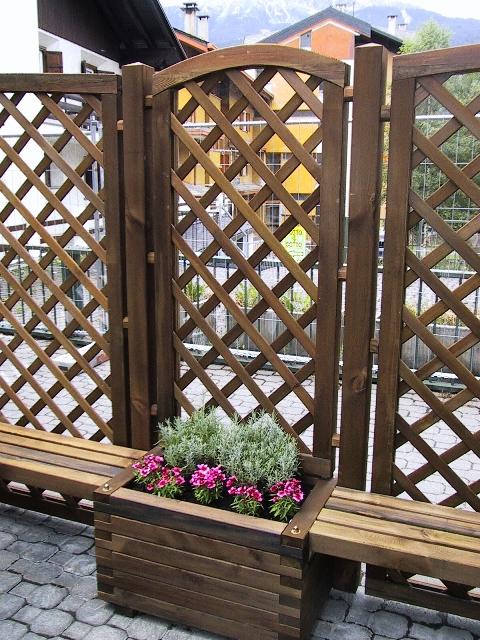Grigliato in legno di pino impregnato realizzato da Linea Montanalegno - ILT