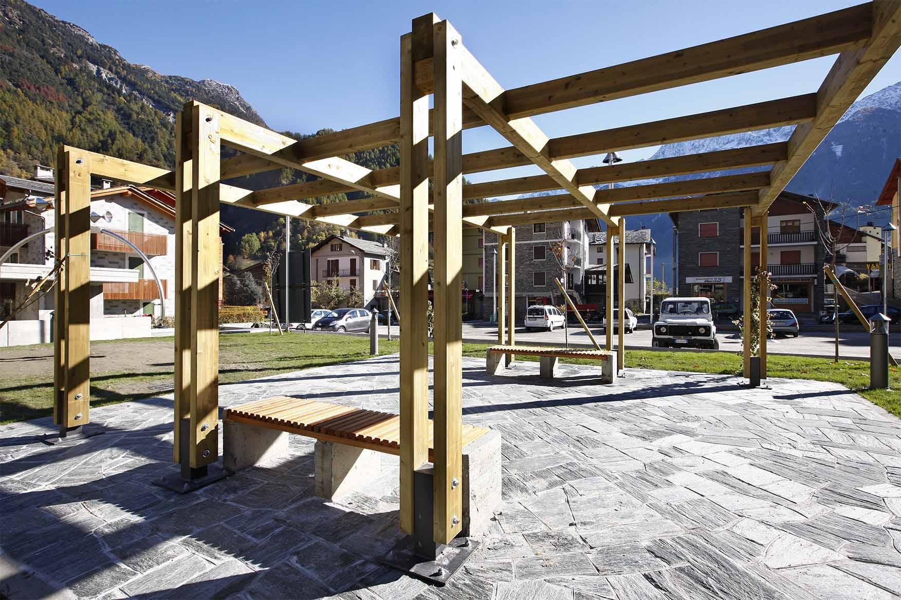 Pergolato in legno di pino nordico impregnato in autoclave realizzato da Linea Montanalegno - ILT