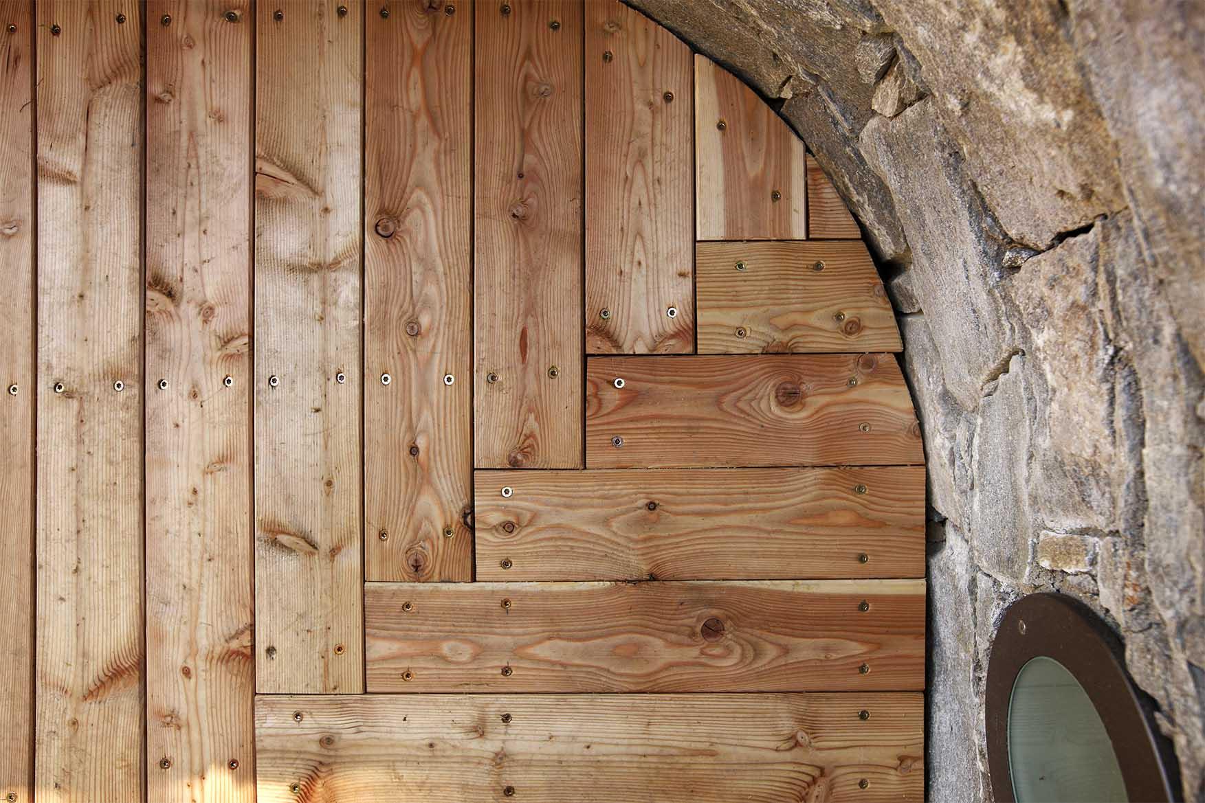 Pavimentazione in legno di larice realizzato da Linea Montanalegno - ILT