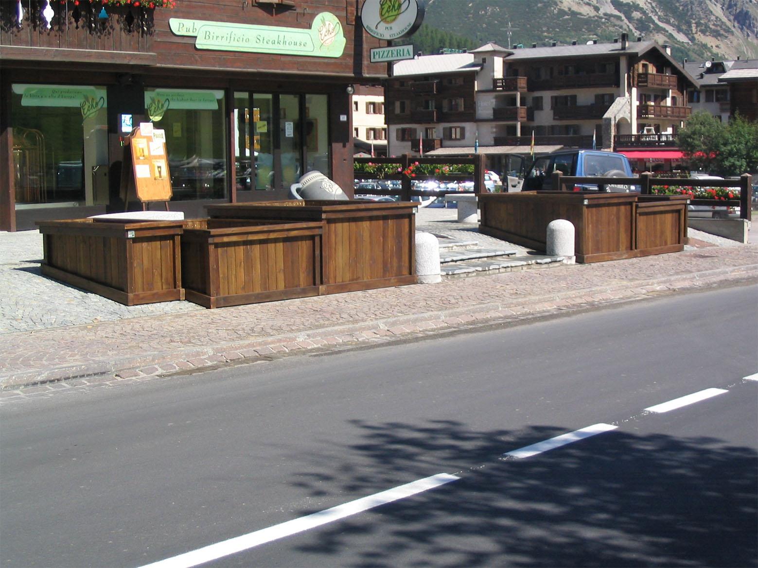 Fioriere in legno di pino nordico impregnato in autoclave realizzato da Linea Montanalegno - ILT