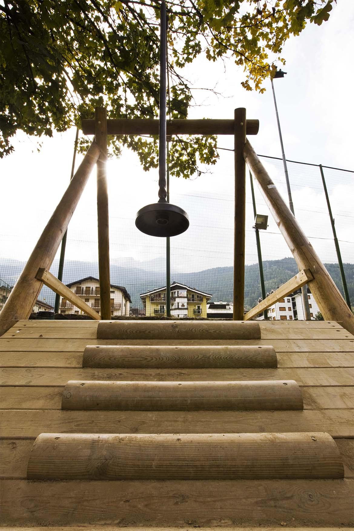Teleferica gioco in legno di pino nordico impregnato in autoclave realizzato da Linea Montanalegno - ILT