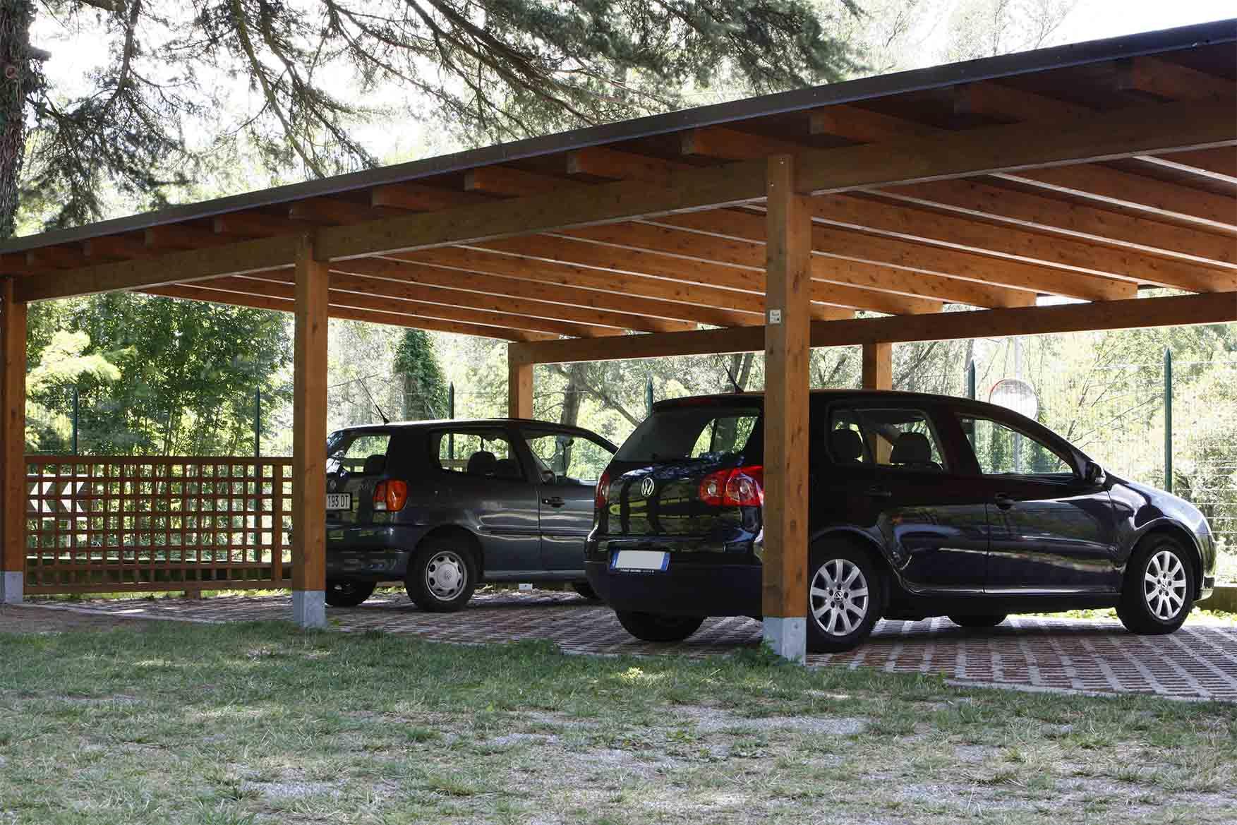 Tettoia carport in legno di pino nordico impregnato in autoclave realizzato da Linea Montanalegno - ILT